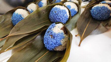 Nyonya glutinous rice dumplings in preparation