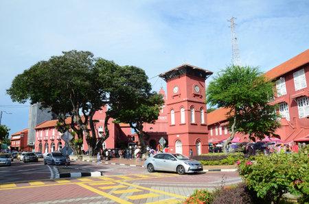MELAKA, MALESIA - 25 GIU 2019: Vista diurna della Chiesa di Cristo e della Piazza Olandese a Malacca Malesia. Melaka è una delle destinazioni turistiche più popolari in Malesia.