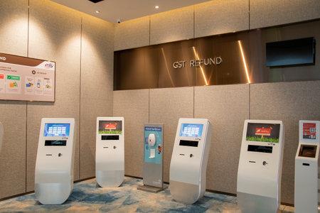 Singapore - Dec 31, 20120: Self service kiosk GST refund for passenger in Jewel Changi Singapore Redakční