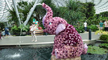 Singapore - Dec 31, 20120: Elephant sculpture located in Topiary walk at Jewel Changi Airport. Canopy Park in Singapore is perfect for those who want to unwind in a fun and carefree way. Redakční
