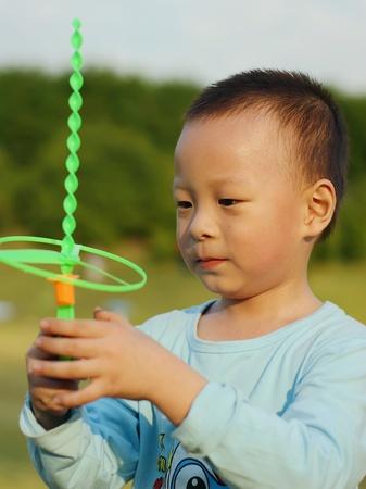 psicologia infantil: Angelito encantadora y animado es mi hijo