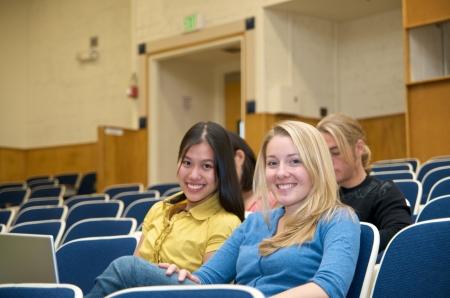 講堂での多文化の学生 写真素材