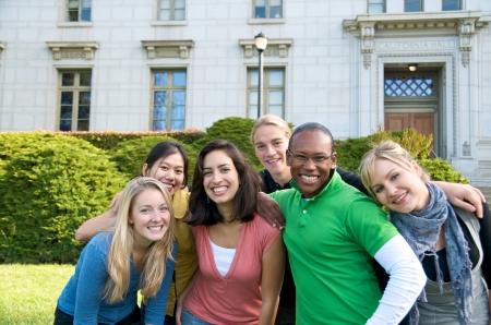 Grupo de grupo estudiantil multicultural