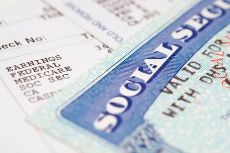 seguridad laboral: Tarjetas de seguridad social con los estados.