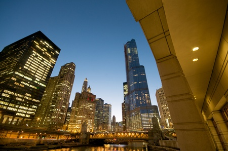 Cityscape view at the Chicago River at night