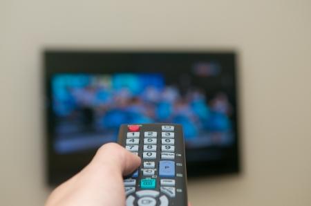 Ver la TV con un mando a distancia