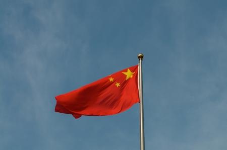 푸른 하늘 아래 중국의 국기