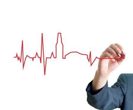 electrocardiograma: Mano dibujo beber y el concepto de unidad en el tablero blanco