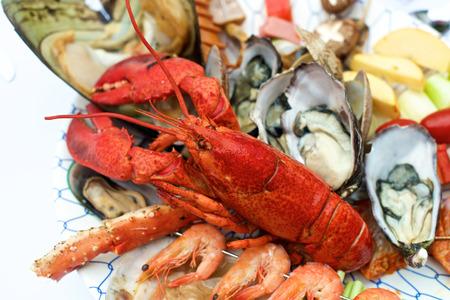 海鮮ロブスター ビュッフェ ・ レストランのテーブルで