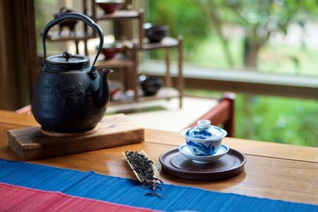 テーブルの上の中国の茶道