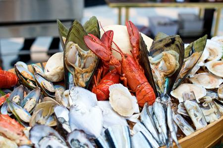 Pesce e aragosta nel ristorante a buffet Archivio Fotografico - 49193955