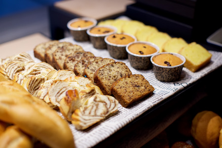 pasteles: Assorted pastries buffet in restaurant Foto de archivo