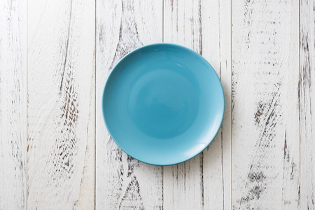 Blue Round Plate on white wooden table background Stock fotó