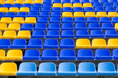 yellow, blue seats in sport arena Stockfoto