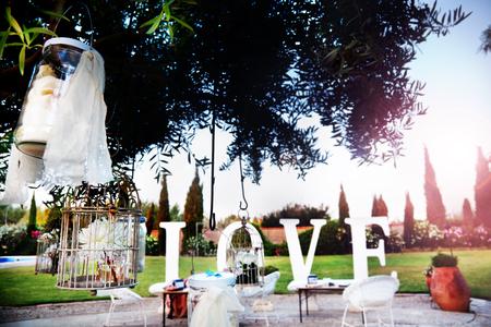 式屋外。お祝いの装飾。大好きです。結婚式の平面。庭での結婚式