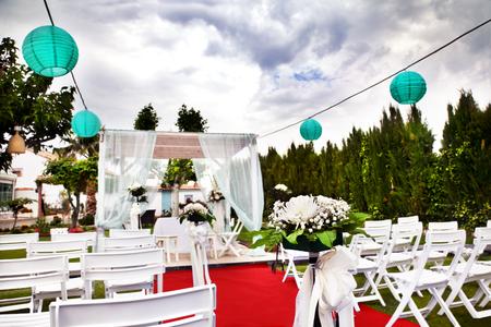 Outdoor ceremonie. Versiering van de feesten. bruiloften in de tuin