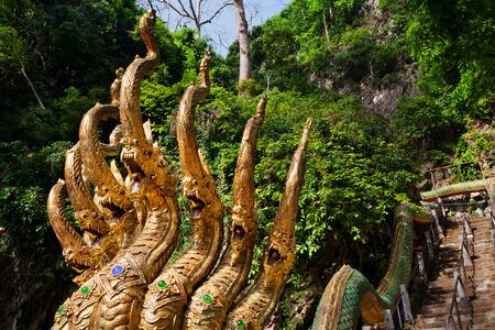 Reisen Thailand. Goldenes Dreieck, leitete Treppe dragonsTravel Asien Standard-Bild - 50206810