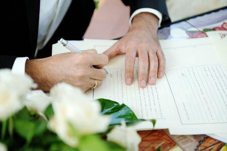 Hande Und Ringe Auf Hochzeit Lizenzfreie Fotos Bilder Und Stock