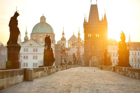 カレル橋とプラハカレルほとんど、低い町塔、プラハ、チェコ共和国
