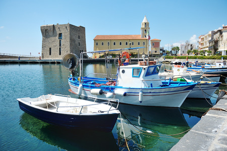 Los barcos en el Puerto de Acciaroli, Parque Nacional del Cilento. Salerno. Sur de Italia Foto de archivo