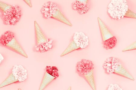 Spring summer waffles cones with flowers pattern candy pink monochromatic background Foto de archivo