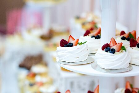 Delicious sweet buffet with cupcakes, sweet candy bar with cupcakes and meringues and other desserts, close up Stok Fotoğraf - 132120278