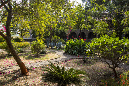 Meherabad, ashram založený Meher Baba nedaleko vesnice Arangaon, Indie. Reklamní fotografie