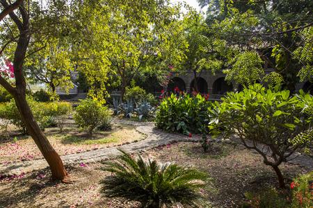 žák: Meherabad, ashram založený Meher Baba nedaleko vesnice Arangaon, Indie. Reklamní fotografie