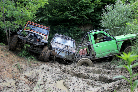 rival rivals rivalry season: 4x4 cars get stuck on Offroad Race