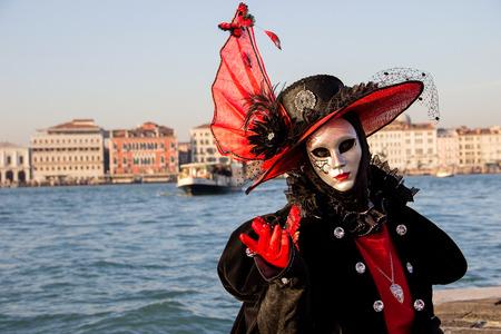 Venezianische Maske - schöne Frau auf Karneval