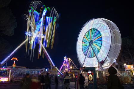 Amusement park - Ferris wheel in the night 報道画像