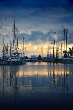 bateau voile: Marina de Cannes au coucher du soleil, France