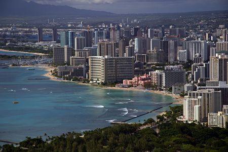 ワイキキ ビーチ、ハワイのホノルル (ダイヤモンド ヘッド · クレーターから見る) (136 ミリメートル当量)。