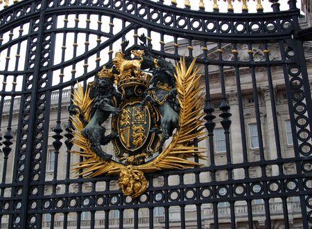 house coats: Main Buckingham Palace Gate and Royal Coat of Arms - London, England Stock Photo