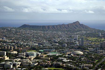 Diamond Head Crater - Honolulu, Hawaii (University of Hawaii in foreground) Imagens - 416168