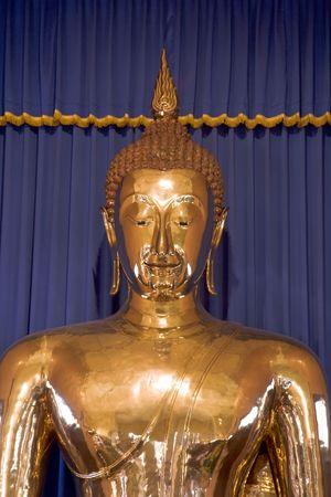 世界の最も大きい (5-12 トン) 純金バンコク、タイの仏。 ワット Trai Mit の寺院に収容されています。 写真素材