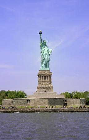 liberty island: Liberty Island e la Statua della Libert� a New York City. Archivio Fotografico