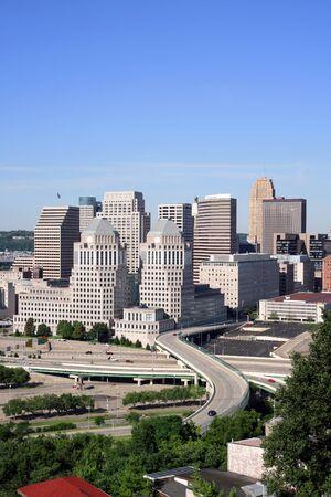 オハイオ州シンシナティのダウンタウンの建物のビュー。