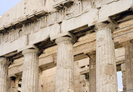 Gros plan des colonnes du Parthénon à l'Acropole d'Athènes à Athènes, Grèce. c 5ème siècle av.  Banque d'images - 2483459