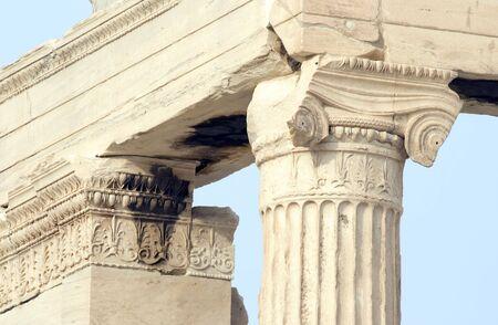 Gros plan vue de la colonne sur l'Erechtéion à l'Acropole d'Athènes à Athènes, Grèce. c 5ème siècle av.  Banque d'images - 2506566