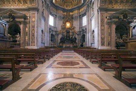 ciudad del vaticano: El altar principal de Saint Peter's Basilica en Ciudad del Vaticano en Roma, Italia.  Editorial