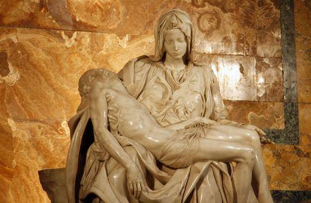 cradling: Michelangelos Pieta in St. Peters Basilica in Rome. c 1498-99