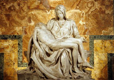 ciudad del vaticano: Miguel Angel  's Pieta en San Pedro ' s Bas�lica en Roma. c 1498-99.