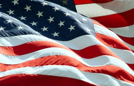 アメリカの国旗が風になびかせてのビューを閉じます。