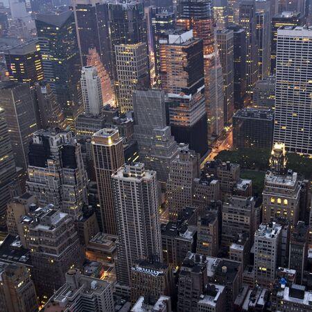 早朝の光の中でニューヨーク市のマンハッタンの建物のオーバー ヘッド ビュー。 写真素材