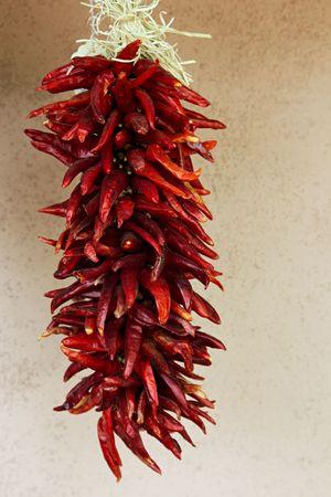 ニュー メキシコの赤唐辛子のストランドをぶら下げ 写真素材