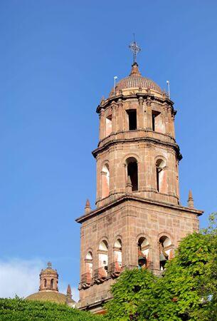 メキシコ ・ ケレタロ州の植民地時代の都市のサンフランシスコの歴史的な教会。