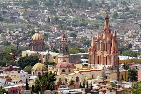 mexico city: La Parroquia (Church of St. Michael the Archangel) and the Temple of the Nuns in the historic Mexican city of San Miguel de Allende. Stock Photo