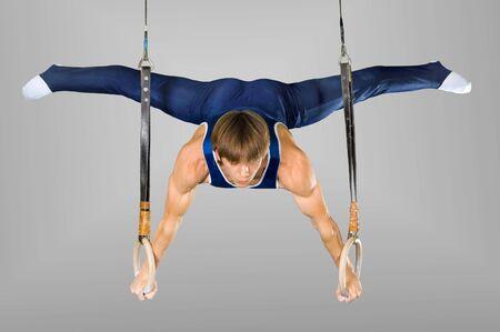 gymnastics: El deportista el chico, realiza ejercicio dif�cil, Gimnasia de deportes Foto de archivo