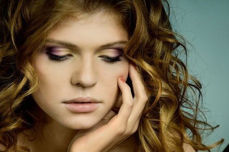 semblance: molto carina la donna dai capelli rossi giovani, vicino ritratto orizzontale
